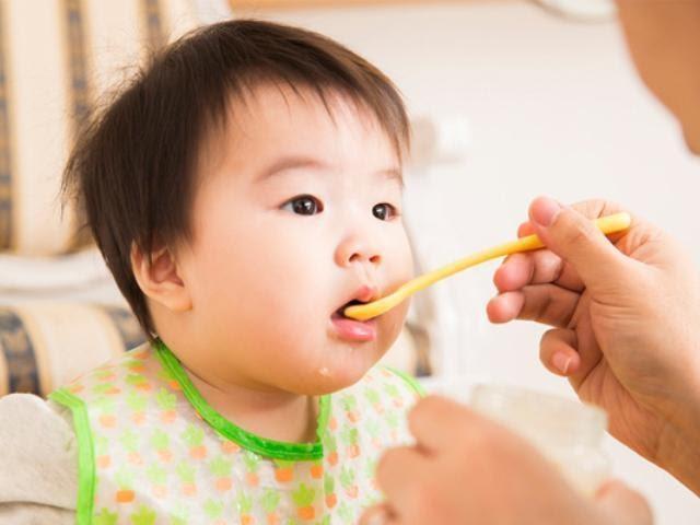 bột ăn dặm cho bé 5 tháng tuổi